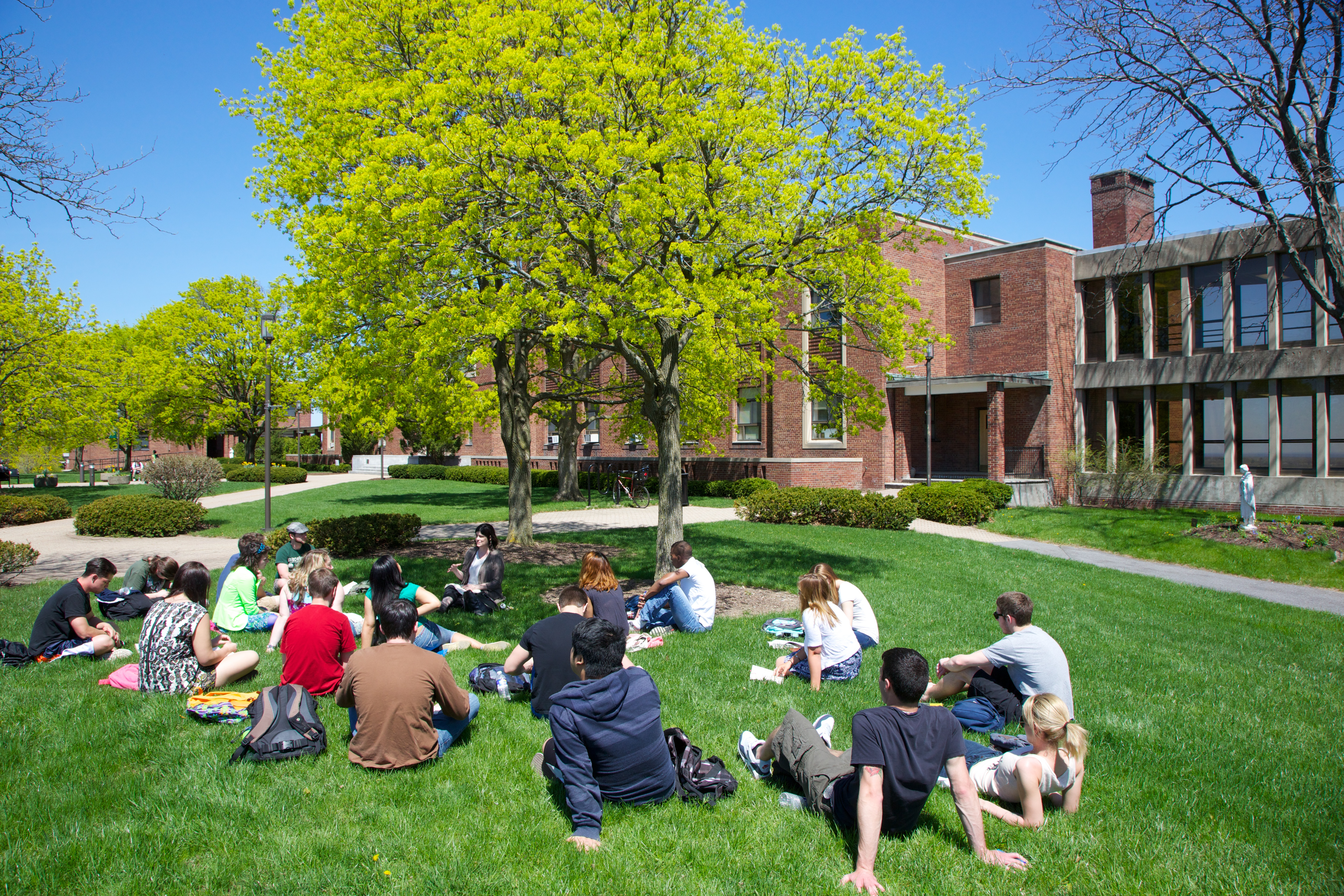 Le Moyne Students Outside Grewen Hall