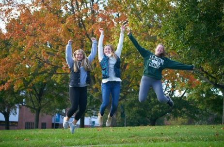 Le Moyne Students in the Fall
